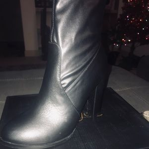 Black size 9 booties